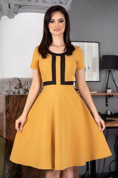 Girls Frock Design, Short Sleeve Dresses, Dresses With Sleeves, Frocks For Girls, Fashion Dresses, Vintage, Vestidos, Little Girl Clothing, Fashion Show Dresses