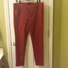Burgundy skinny stretch pants Light weight fabric and has some stretch with its cotton and spandex blend. Barely worn. American Eagle Outfitters Pants Skinny