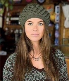 It is a website for handmade creations,with free patterns for croshet and knitting , in many techniques & designs. Bonnet Crochet, Crochet Beret, Irish Crochet, Crochet Baby, Knitted Hats, Free Crochet, Garnstudio Drops, Knitting Patterns, Crochet Patterns