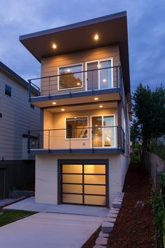 S Lucile St, Seattle  WA, 98118. This home has 3 bedrooms, 3.0 bathrooms, and 1885 square feet.