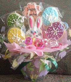 with cookies to match the theme. Easter Cake Pops, Easter Cupcakes, Easter Cookies, Holiday Cookies, Easter Candy, Hoppy Easter, Easter Gift, Sugar Cookie Royal Icing, Sugar Cookies
