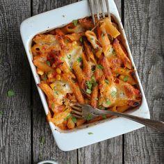 🍴Zapečené těstoviny s tuňákem recept – rychle, zdravě a jednoduše 🍴 Jimezdrave.cz Penne, Mozzarella, Lasagna, Shrimp, Meat, Ethnic Recipes, Pens, Lasagne