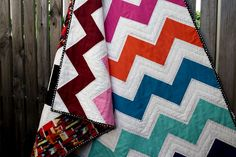 Chasing Cottons: Quilt Class 101 - I am in LOVE with this quilt! I think this is going to be my first attempt at a quilt. Quilting Projects, Quilting Designs, Sewing Projects, Quilting Ideas, Hand Quilting, Machine Quilting, Quilting Fabric, Metallic Spray Paint, Chevron Quilt