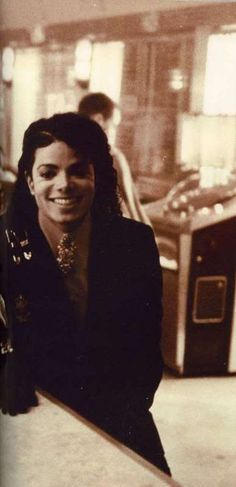 Can we just take a moment to appreciate all he's done in the music business. Like he's influenced plenty of artists from my generation to my moms generation. Not only that he is STILL influencing kids from ages 5 and down.. So Michael.. Thank You. I look up to You. You're beautiful and you are truly a wonderful person. Thanks again.♥