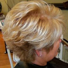 Bold blonds with a golden/copper brown low light.   Very texturized / layered bob.   wish i could pull it off..
