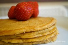 Plantain Pancake Waffle Recipes, New Recipes, Quick Easy Meals, Easy Dinner Recipes, Plantain Pancakes, West African Food, Recipes With Few Ingredients, Pancakes And Waffles, 30 Minute Meals