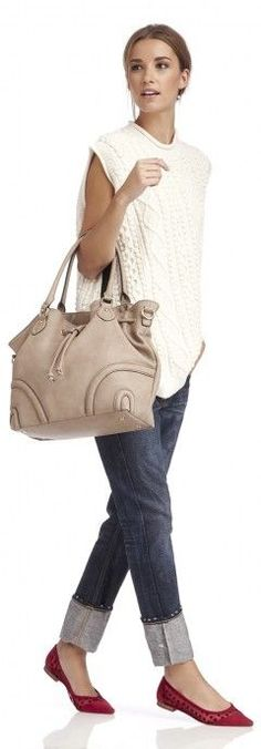 Jeans, chunky sweater, big bag.