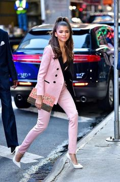 Actress and singer Zendaya has ruled the fashion and style game for quite sometime here. Here, we look back at her most daring red carpet looks, her most slay-worthy street style outfits, and every time we wanted to shop her wardrobe. Look Fashion, New Fashion, Fashion Outfits, Womens Fashion, Zendaya Fashion, Feminine Fashion, Fashion Boots, Paris Fashion, Fashion Ideas