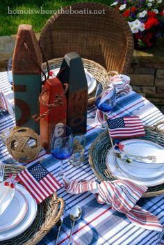 10 nautical and patriotic ideas for your coastal of July party. Coastal and nautical designs for a stylish Fourth Of July Bash. Patriotic Party, Patriotic Decorations, 4th Of July Party, Fourth Of July, Memorial Day, Nautical Table, Nautical Party, Red Velvet Cupcakes, Nautical Fashion