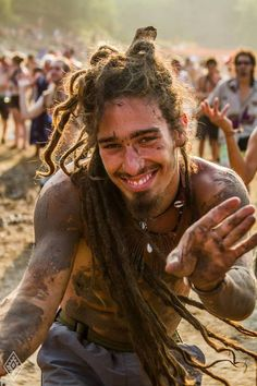 smile, mud, dreads and sexy Hippie Man, Hippie Life, Happy Hippie, Festival Trance, Raves, Short Comb Over, Dread Hairstyles, Natural Hair Styles, Long Hair Styles