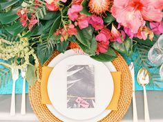 Such a pretty tropical place setting! The rattan charger lends the perfect amount of texture.