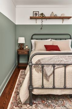 Valspar Announced Not One, But a Dozen Colors of the Year for 2020 – natürliches wohnen Bedroom Inspo, Home Bedroom, Bedroom Decor, Bedroom Furniture, Wooden Wall Bedroom, Bedroom Wall Designs, Bedroom Colors, Valspar Colors, Home Decor Ideas
