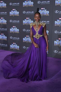 Lupita Nyong'o In Atelier Versace At The 'Black Panther' Hollywood Premiere - The Most Daring Red Carpet Dresses of 2018 - Photos Black Panthers, Atelier Versace, Ivy League Style, Celebrity Red Carpet, Celebrity Style, Vestidos Chiffon, African Royalty, Naeem Khan, Purple Reign