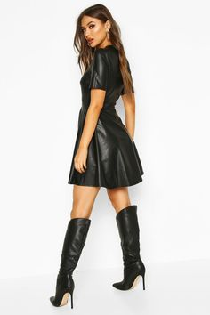 Bodycon Fashion, Fashion Dresses, Maxi Dresses, Riding Boot Outfits, Leather Dresses, Leather Shorts Outfit, Leather Skirts, Faux Leather Skirt, Leather Boots