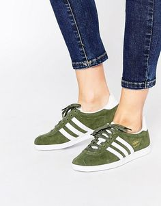 Adidas Originals - Gazelle - Baskets - Kaki et blanc Adidas Gazelle Women, Adidas Originals Gazelle, Adidas Shoes Women, Grey Trainers, Asos, Latest Shoes, Hot Shoes, White Sneakers, Cowboys