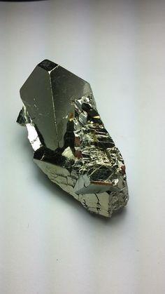 Pyrite Huanzala mine, Peru ✏✏✏✏✏✏✏✏✏✏✏✏✏✏✏✏ AUTRES MINERAUX - OTHER MINERALES ☞ https://fr.pinterest.com/JeanfbJf/pin-min%C3%A9raux-minerals-index/  ══════════════════════  BIJOUX ☞ https://www.facebook.com/media/set/?set=a.1351591571533839&type=1&l=bb0129771f ✏✏✏✏✏✏✏✏✏✏✏✏✏✏✏✏