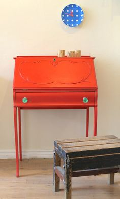 Amazing Small Secretary Desk For Small Spaces Paint Furniture, Furniture Projects, Furniture Makeover, Bureau Design, Upcycled Furniture, Vintage Furniture, Orange Desks, Desks For Small Spaces, Secretary Desks