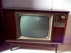 "televisor antiguo """