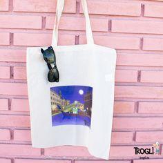 ¡Se acerca Semana Santa!  El solecito invita a visitar algún lugar como Venecia, por ejemplo.  Hemos diseñado esta bolsa para ti, para que te quepa toda la ciudad de los canales dentro de ella.