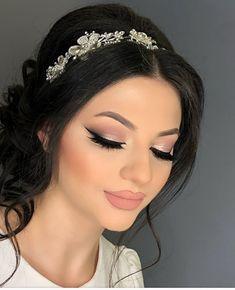 - braut make up What Is Makeup, Gold Makeup Looks, Wedding Hair And Makeup, Eye Makeup, Fall Makeup, Prom Makeup, Make Up Looks, Quince Hairstyles, Prom Hairstyles