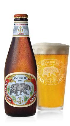 Cerveja Anchor California Lager, estilo Amber Lager, produzida por Anchor Brewing Company, Estados Unidos. 4.9% ABV de álcool.