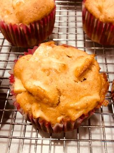 Muffins aux pommes et miel Muffin Recipes, Biscuits, Dessert Recipes, Cupcakes, Yummy Food, Vegan, Cooking, Breakfast, Crinkles