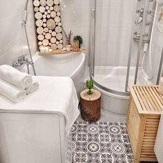 Ideas for decorating small apartments Small Apartment Design, Small Apartment Decorating, Small Apartments, Small Spaces, Room Color Design, Tiny Bath, Flat Ideas, Clawfoot Bathtub, Room Colors