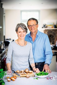 Fast 800 recipes: New, fast, delicious, calorie-counted dishes Lose fat fast and really keep it off with these new Fast 800 recipes by creator of the diet Dr Michael Mosley and Dr Clare Bailey, YOU's resident doctor Michael Mosley, 800 Calorie Diet Plan, 800 Calorie Meal Plan, 5 2 Diet Recipes 500 Calories, 5 2 Diet Plan, Blood Sugar Diet, Mini Pizza, Cure Diabetes Naturally, Lose Fat Fast