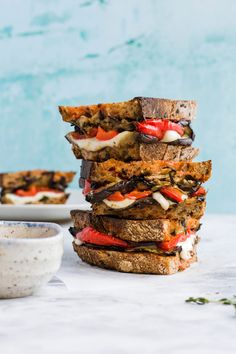 The ultimate Summer sandwich Most Delicious Recipe, Delicious Burgers, Tasty, Yummy Food, Food Combining, Fresh Thyme, New Flavour, Red Peppers, Mozzarella