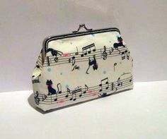 Cat and music notes frame pouch - Black