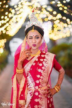 Looking for Pretty bengali bride in traditional makeup and red saree? Browse of latest bridal photos, lehenga & jewelry designs, decor ideas, etc. on WedMeGood Gallery. Bengali Bride, Bengali Wedding, Indian Bridal Fashion, Indian Wedding Jewelry, Bridal Makeup Looks, Bridal Looks, Bride Makeup, Bridal Lehenga, Saree Wedding