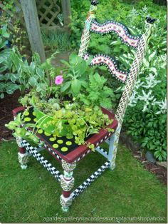 Garden chairs by snoopymeey Amazing Gardens, Beautiful Gardens, Long Chair, Chair Planter, Old Chairs, Painted Chairs, Painted Wood, Garden Chairs, Garden Seat