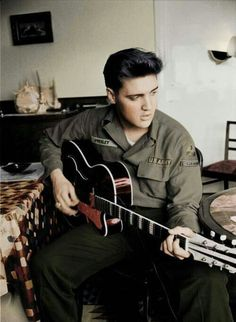 "POSTERS ELVIS ""Elvis playing guitar in GI uniform!"" 'rare picture' Elvis  photography Elvis Presley"