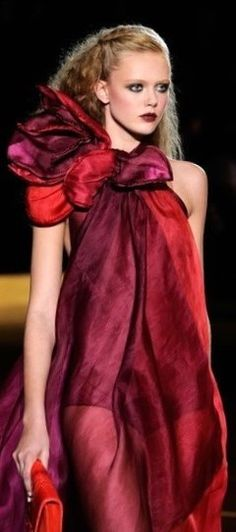 Red Fashion, Red And Pink, Lady In Red, Favorite Color, Garnet, Marc Jacobs, Raspberry, Fashion Inspiration, Sari