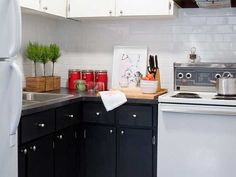 Sam Pynn quick kitchen makeover; it was low on cost but high on style.