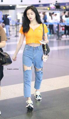 Airport Fashion Kpop, Kpop Fashion Outfits, Fashion Idol, Ulzzang Fashion, Korean Outfits, Daily Fashion, Korean Fashion, Girl Fashion, Fashion Looks