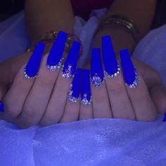 One Of The Biggest Celebrities Trend Right Now Coffin nails long started as a trend amongst celebrities, but have since Blue Coffin Nails, Blue Acrylic Nails, Blue Nails Art, Acrylic Toes, Marble Nails, Acrylics, Blue Nail Designs, Acrylic Nail Designs, Blue Nails With Design