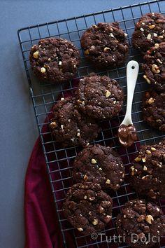 Flourless Chocolate-Hazelnut Cookies by tuttidolci #Cookies #Chocolate #Hazelnut