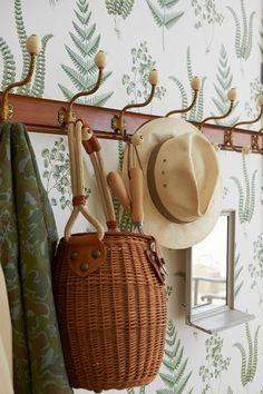 World Of Interiors, Swedish Interiors, Chinoiserie, Fern Wallpaper, Zuber Wallpaper, Hallway Wallpaper, Kitchen Wallpaper, Home Decoracion, Ivy House