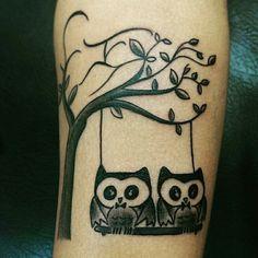 Tatuaje Búhos. Realizado por Omar Ortiz