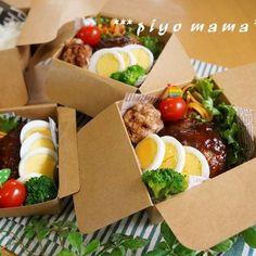 セリアのフードパックで、ロコモコ丼弁当♪ | ピヨママさんのお料理 ... Bento Recipes, Healthy Recipes, Bento Kids, Plate Lunch, Food Platters, Cafe Food, Aesthetic Food, Food Packaging, Japanese Food