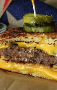 Grilled Cheese Bun' Burgers, wrong but looking very delicious! Grilled Cheese Recipes, Beef Recipes, Cooking Recipes, Grilled Cheeses, Hamburger Recipes, Grilled Sandwich, Soup And Sandwich, Grilled Cheese Burger, Steak Sandwiches