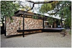 GASS Architecture Studios completed the Westcliff Pavilion based in Johannesburg, South Africa. The facade of the house is just incredible, it combines modernity with roughness of the stones. GASS Architecture Studios say: Architecture Résidentielle, Installation Architecture, Sustainable Architecture, Contemporary Architecture, Steel Frame House, Casas Containers, Cottage Design, Modular Homes, Modern House Design