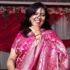 This expression! #pink #pinksaree #pinklipstick #pinksilk #silksaree #weddings #indian