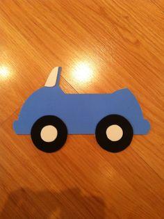Carro feito em EVA para ser fixada na parede do quarto do bebê. Feito sob encomenda.