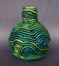 Teaching Ceramics Clay coil vase -- use this example to show the importance of color and visual movement Polymer Clay Kunst, Polymer Clay Crafts, Fimo Clay, Ceramics Projects, Clay Projects, Ceramic Clay, Ceramic Pottery, Coiled Pottery, Pottery Vase