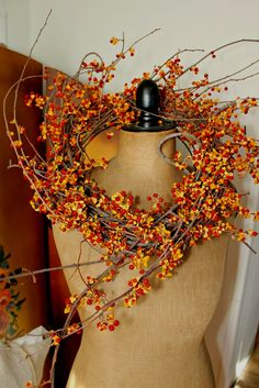Ana Rosa ---my all time favorite autumn wreath is,,,,,,Bittersweet,,,,,LAE