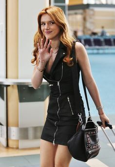 Bella Thorne - At Vancouver International Airport in Vancouver, BC - 10/08/15