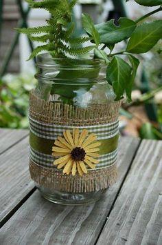 Украшение баночек - идеи для теплого времени... | Интересный контент в группе Море Идей - рукоделие, декор, поделки! Mason Jar Art, Burlap Mason Jars, Mason Jar Crafts, Burlap Projects, Burlap Crafts, Diy And Crafts, Bottles And Jars, Glass Jars, Burlap Flowers