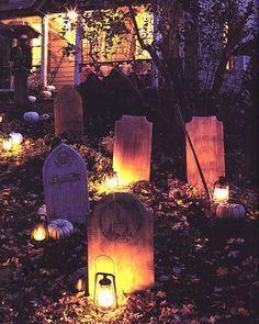gorgeous halloween front lawn diy
